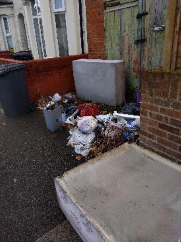 Flytipping - 2 double divan beds and assorted rubbish-104 Catherine St, Reading RG30 1DG, UK