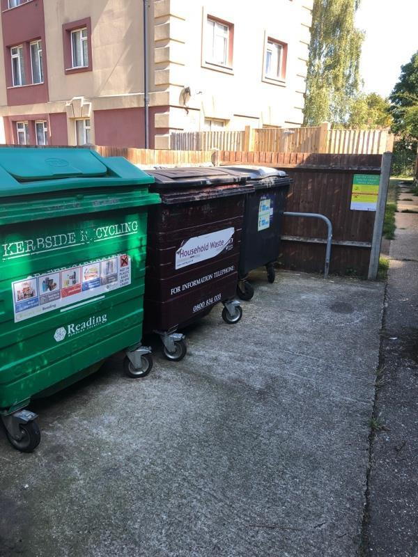 Wash down bin stores -4 Florian Gardens, Reading, RG30 3QG