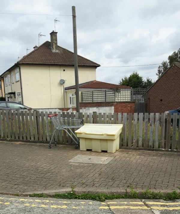 Sainsbury trolley 'still' in situ despite earlier report. -47 Bentinghouse Road, Leicester, LE2 9BG