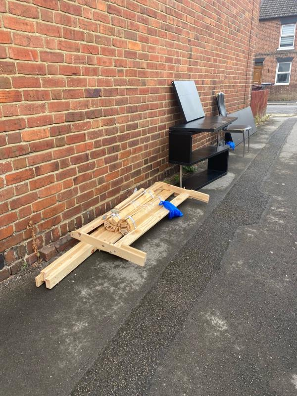 More rubbish -168 Sherwood Street, Reading, RG30 1LE