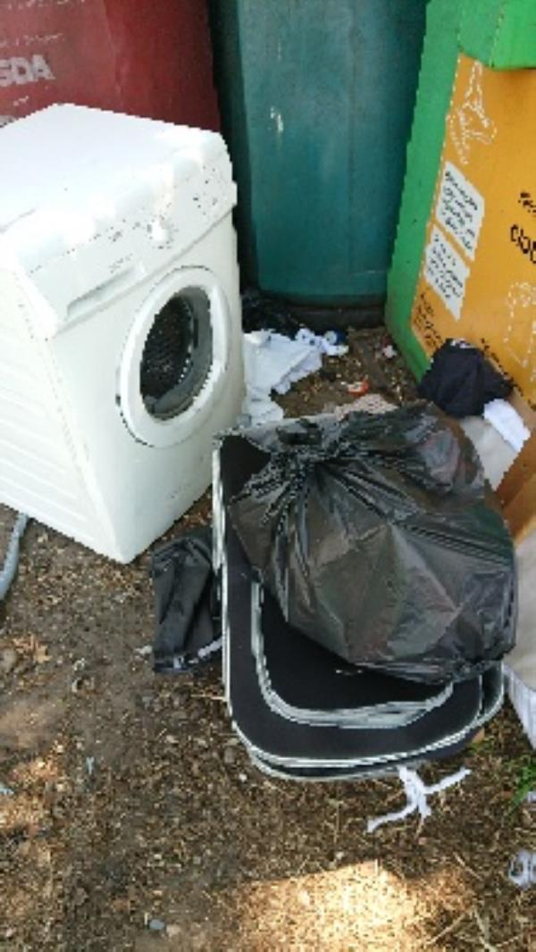 House old waste removedl 2man lifted needed to remove washing machine -125 Cranbury Road, Reading, RG30 2TD