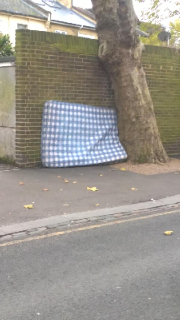 opp Tanner Point Pelly Rd E13 : Dbl mattress -Tanner Point Pelly Road, London, E13 0NW