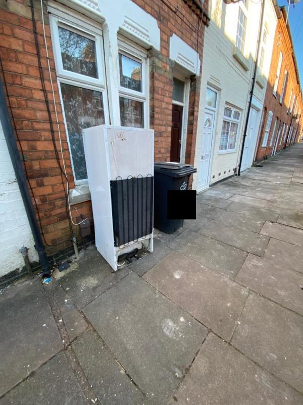 abandoned fridge on pavement  -18 Oxford Road, Leicester, LE2 1TN