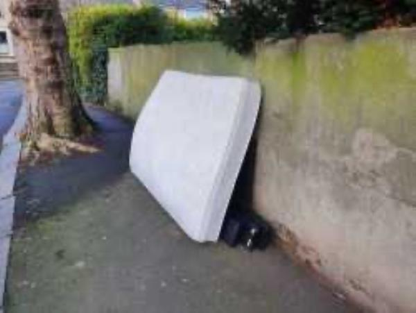 Please clear a mattress-71 Ravensbourne Road, London, SE6 4UT