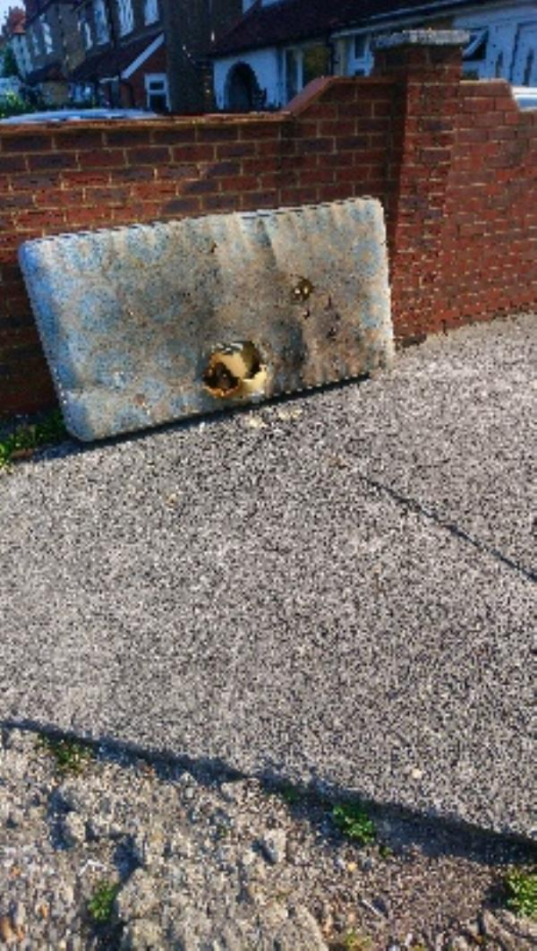 Fly tipping cleared -261 Basingstoke Road, Reading, RG2 0HY