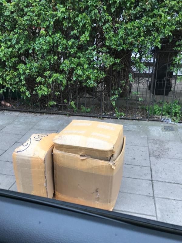 South mobile job opposite no.165 Sandhurst Road -165 Sandhurst Road, London, SE6 1XD
