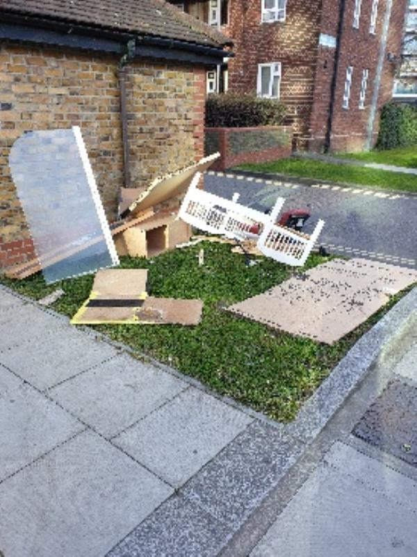 various items dumped-8A Woodberry Down, London N4 2TG, UK