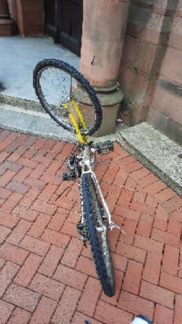 abandoned bike outside Town Hall -Oneills Ph, 1a Blagrave Street, Reading, RG1 1DB
