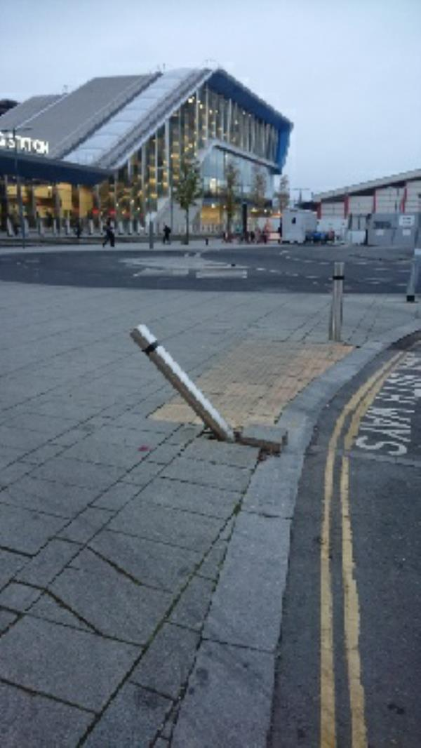 Damage bollard -Station Yard Bagnall Way, Reading, RG1 8BT