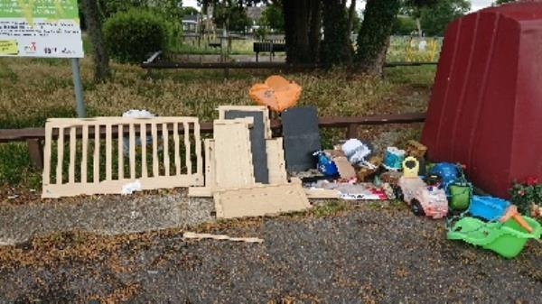House old waste removedl fly tipping large amount ongoing at this site -85 Church End Lane, Reading, RG30 4UN