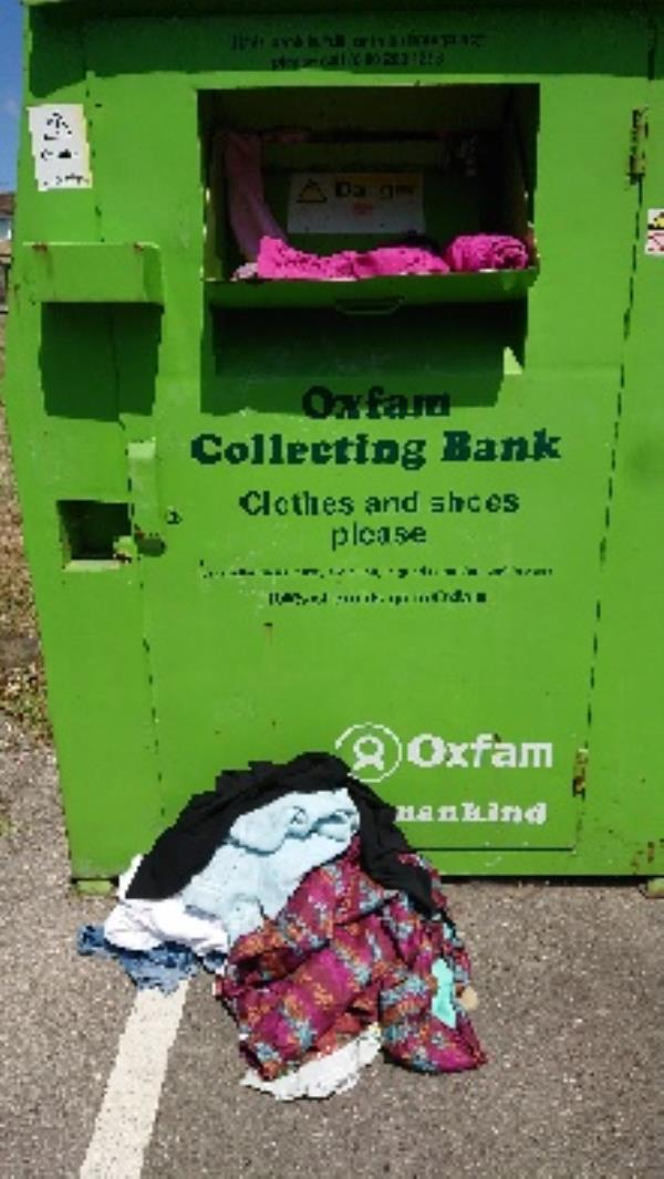 Clothing bank needs to be emptied -17 Northbrook Road, Reading, RG4 6PF