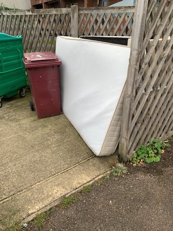 Flytipping bin area of 33-41 Caversham road-31 Caversham Road, Reading, RG1 7BT