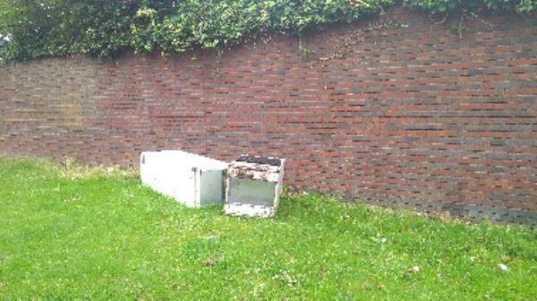 fridge freezer-32 Tunmarsh Ln, Plaistow, London E13 9NF, UK