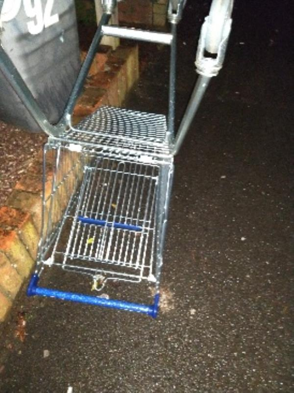 abandoned trolley o/s 92 westfield-90 Westfield Road, Reading, RG4 8HL