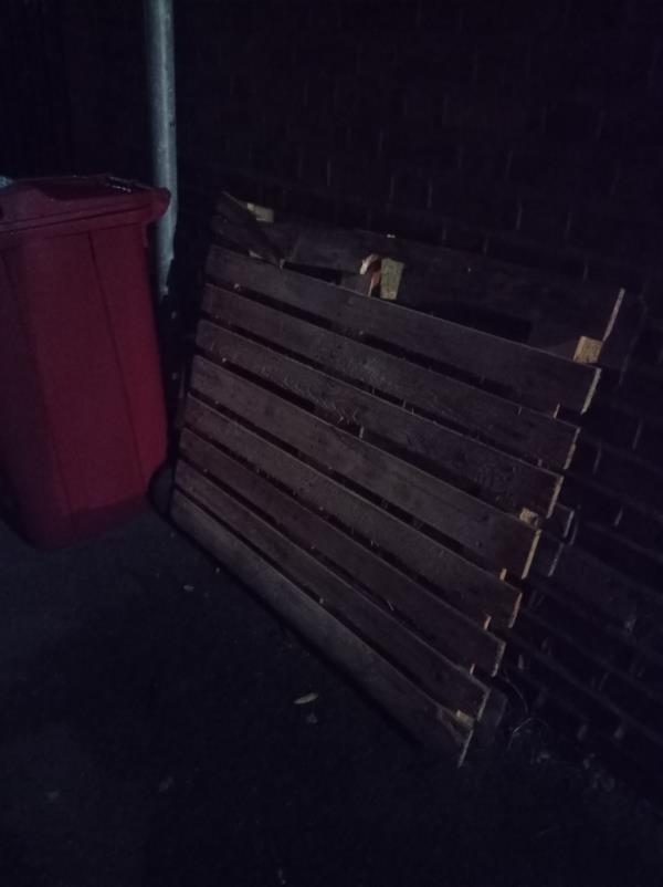 Pallet dumped-43 Russell Street, Reading, RG1 7XX