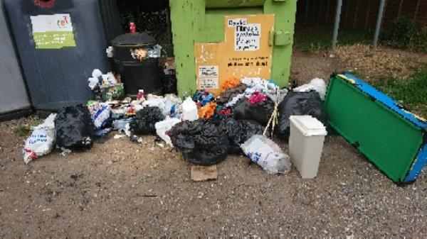 House old waste removedl fly tipping large amount ongoing at this site -30 Liebenrood Road, Reading, RG30 2DX