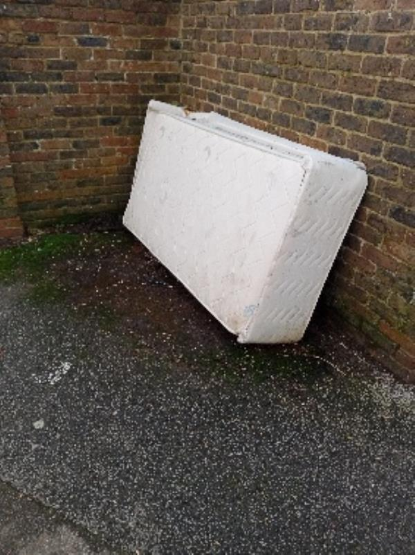fly tipping Westernham Walk by car park-7 Spring Terrace, Reading RG2 0BD, UK