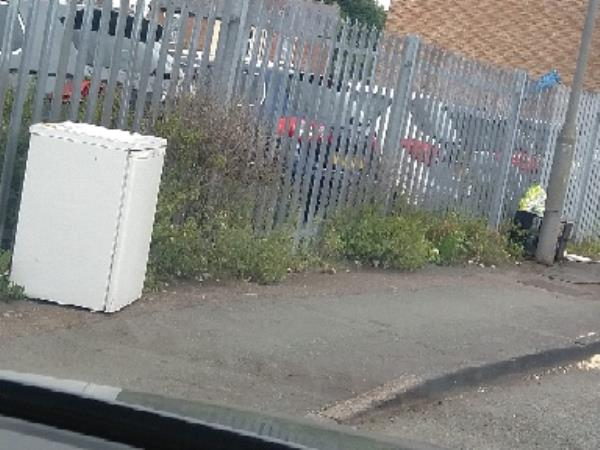 Fly tipping -5 Manby Cl, Wolverhampton WV6 0QR, UK