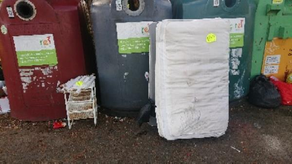 House hold waste removed fly tipping on going at this site large amount removed has been investigated now removed -1 Gratwicke Rd, Tilehurst, Reading RG30 4TU, UK