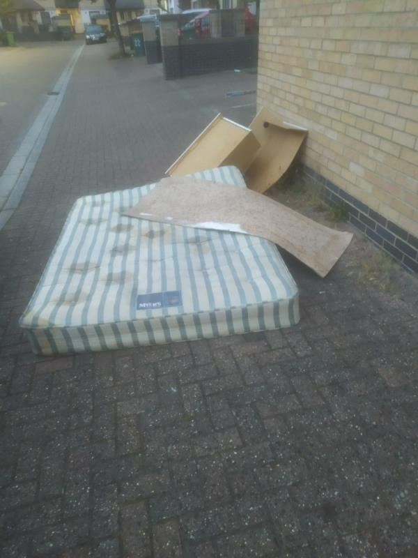 Mattress and drawst image 2-23 Badminton Mews, Canning Town, E16 1TH
