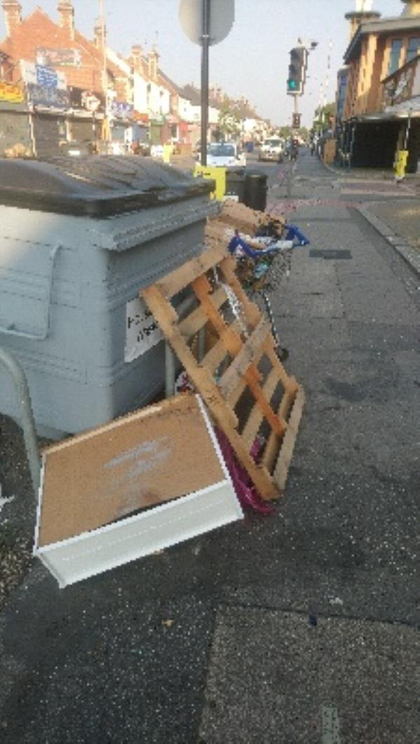 Various rubbish including pallet -314 Oxford Road, Reading, RG30 1AD