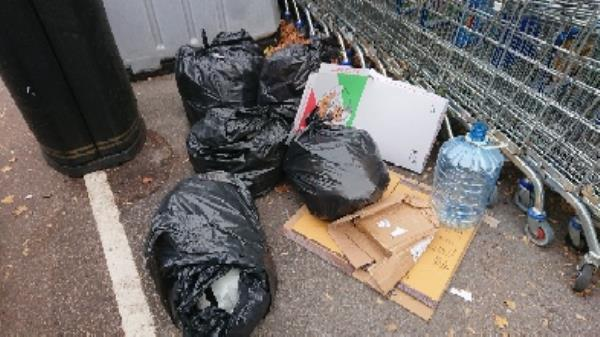 House old waste removedl fly tipping on going at this site -203 Orts Road, Reading, RG1 3JS