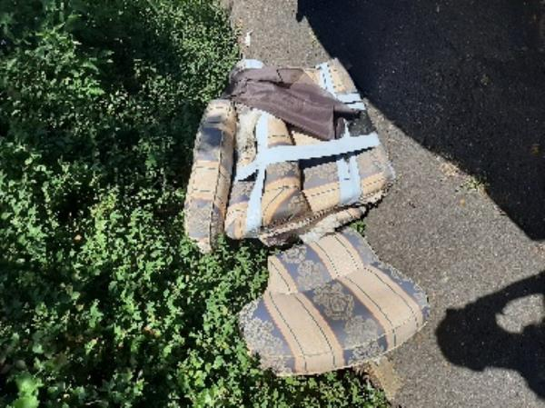 seesl- fly-tipped yellow and blue sofa cushions opposite 9 Gilbert rd along hedge line to seaside rec. -26 Longstone Road, Eastbourne, BN21 3SN