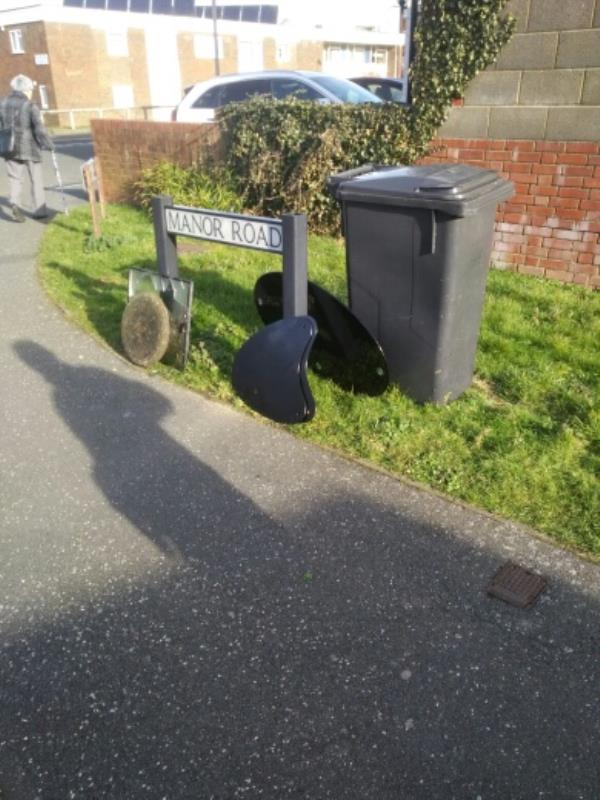 kier JS NFZONE2EBC on 12.02.19 at 10am  please remove items on manor road , including broken glass. thanks Jordan -44a Manor Road, Eastbourne, BN22 9