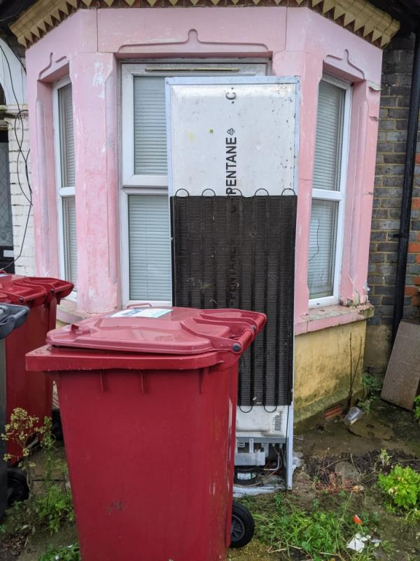 fridge been out there for days ... thanks image 1-16 Manchester Road, Reading, RG1 3QN