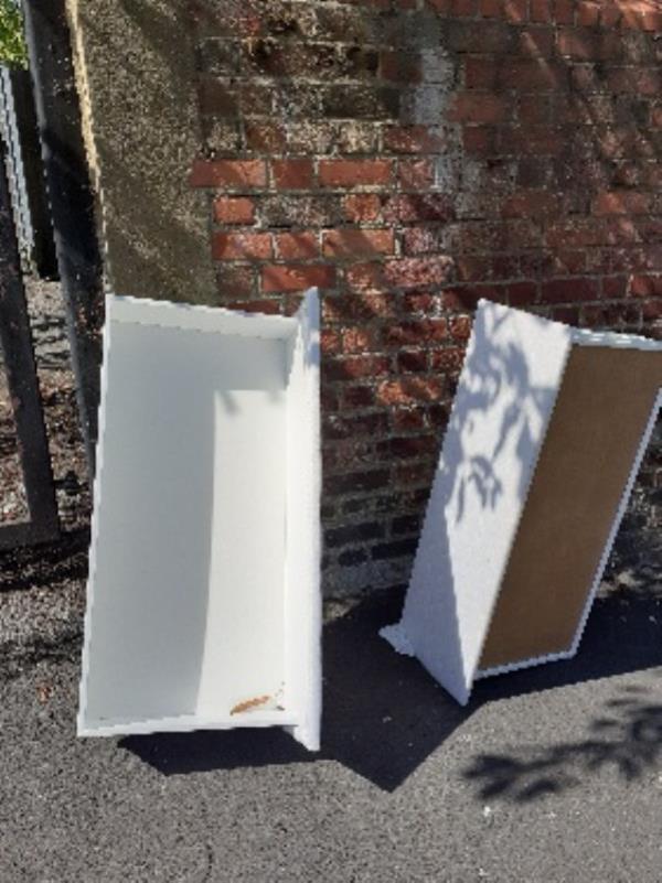 2 drawers by school gate-121 Cholmeley Road, Reading, RG1 3JY