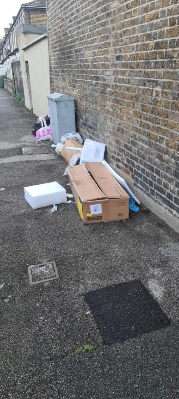 Flytipping (again) at the middle of Elswick Road -Lindsay Court Loampit Vale, Lewisham, SE13 7SN