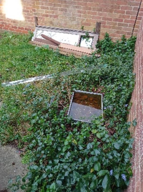 fly tipping rear communal garden 26-28 spring Terrace -26 Spring Terrace, Reading, RG2 0BD