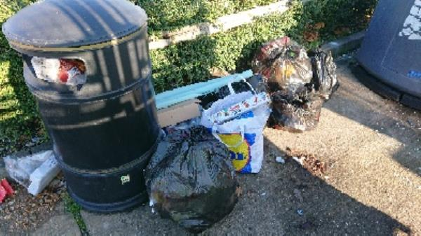 House old waste removed fly tipping -17 Tavistock Road, Reading, RG2 7SS