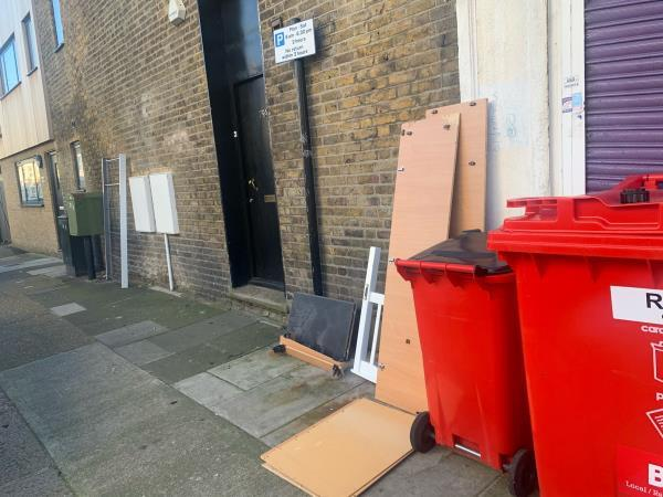 As Seen in pictures -98 Upton Lane, London, E7 9LW