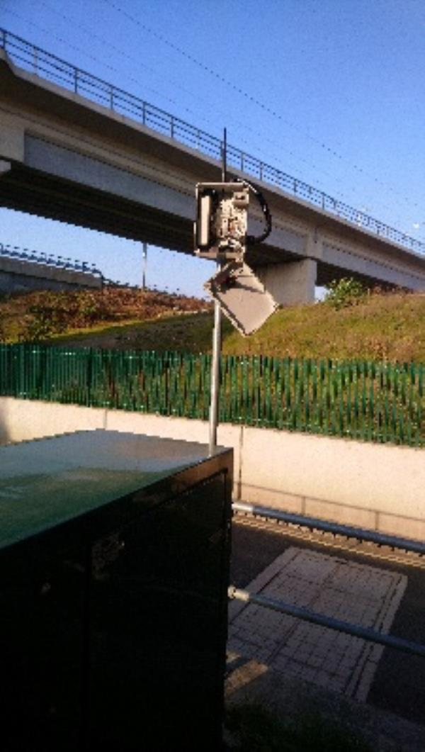Cover on highways equipment at Cow Lane bridge hang off-3654 Cow Ln, Reading RG1, UK