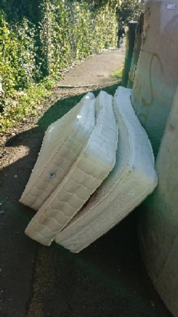 3 single mattresses removedl fly tipping -Russell Building, Reading RG2, UK
