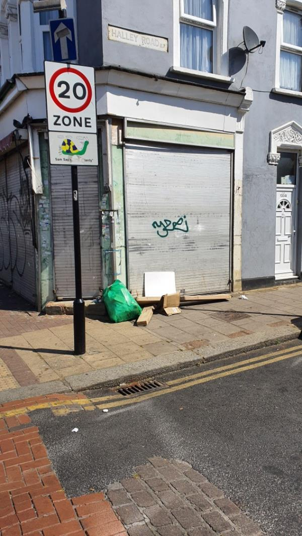 bag, boxes. HALLEY ROAD -133 Green Street, London, E7 8JF