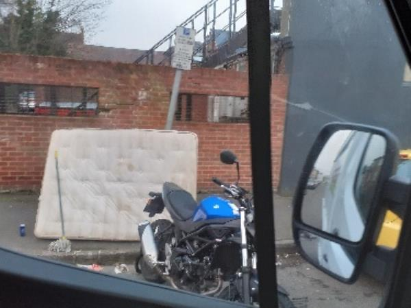 flytipping mattress zinzan street-109a Oxford Road, Reading, RG1 7UD