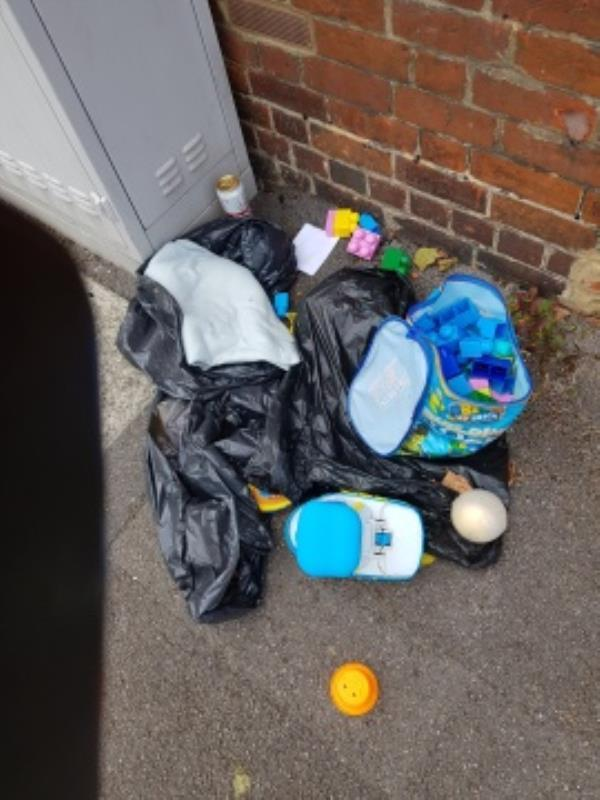 flytipping-98 Albany Road, Reading, RG30 2UN