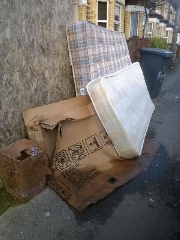 double and single mattresses and boxes on pavement-3 Radstock Road, Reading, RG1 3PS